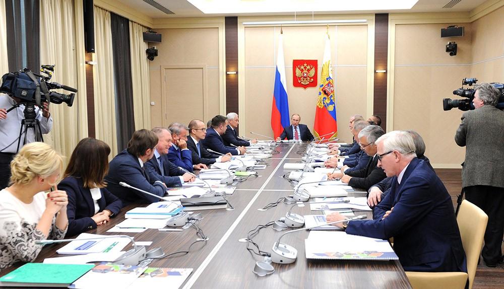 Президент России Владимир Путин на заседании наблюдательного совета Агентства стратегических инициатив