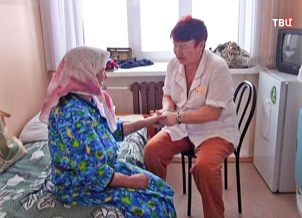 Жительница скита старообрядцев в Хакасии Агафья Лыкова в больницt