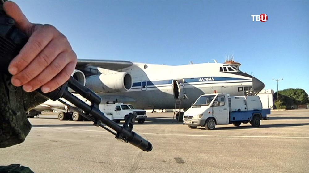 Военно-транспортный самолет Ил-76 доставил гуманитарную помощь