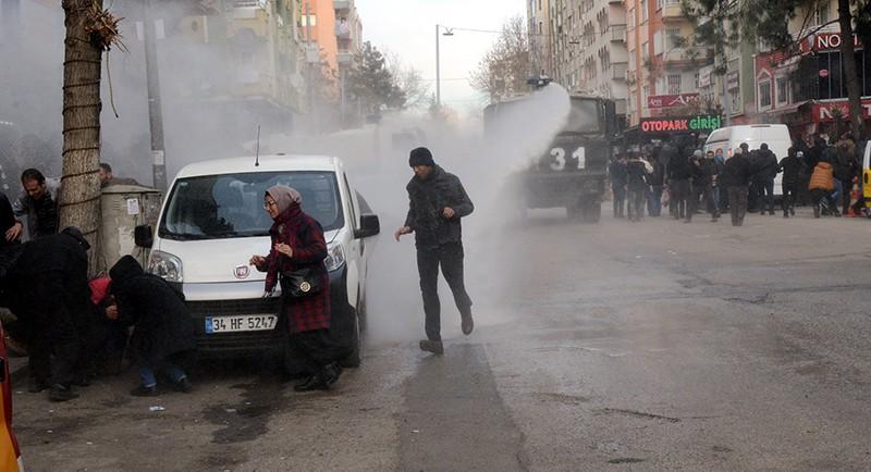 Полиция во время разгона демонстрантов в Турции
