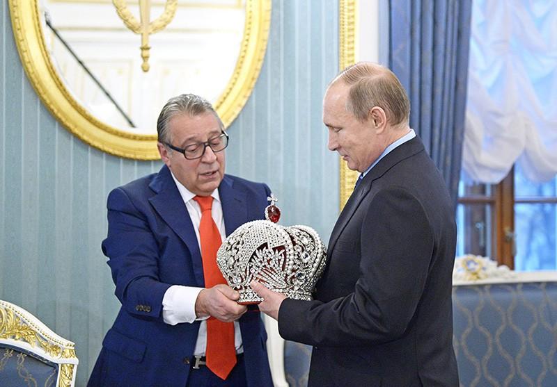 Президент России Владимир Путин и художественный руководитель Московского государственного театра эстрады Геннадий Хазанов