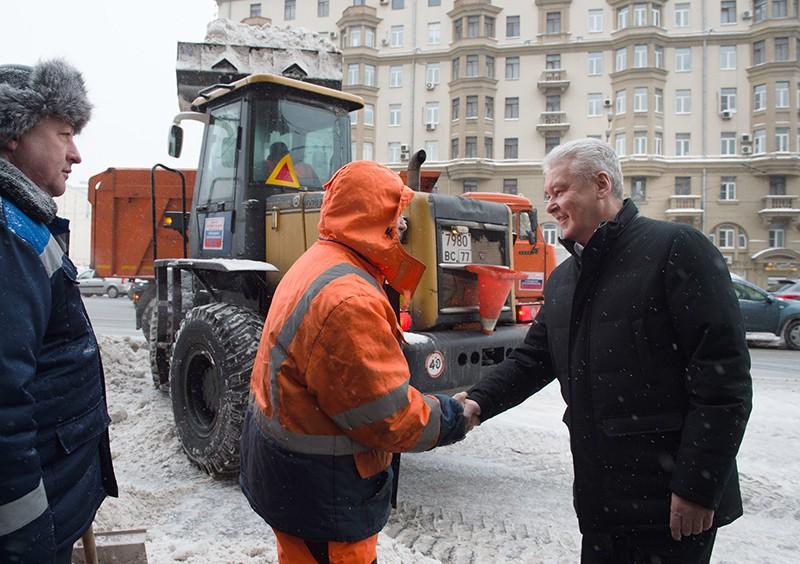 Сергей Собянин общается с коммунальщиками