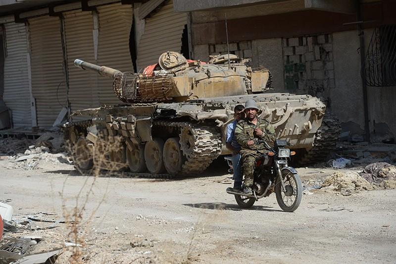 Боевая техника на передовой позиции в пригороде Дамаска