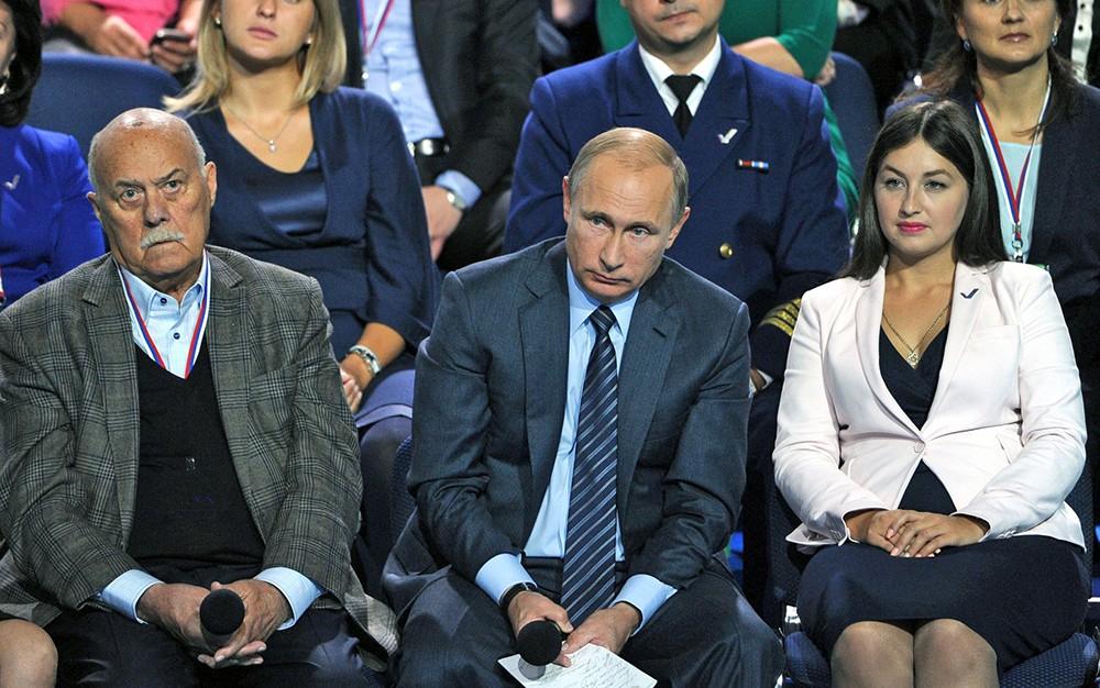 Владимир Путин примает участие в форуме ОНФ