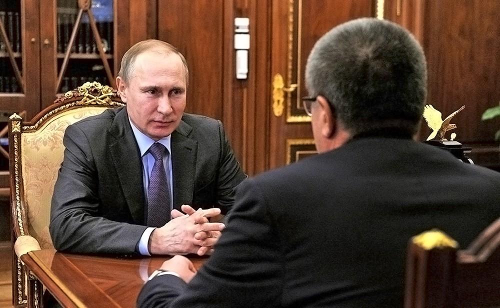 Президент России Владимир Путин и министр экономического развития Алексей Улюкаев
