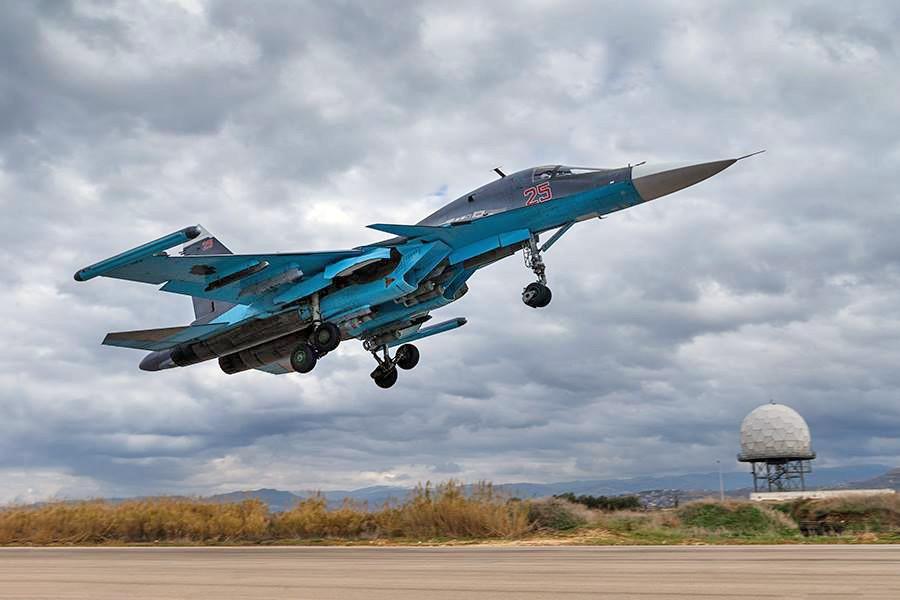 Истребители Су-34 авиационной группировки ВКС России