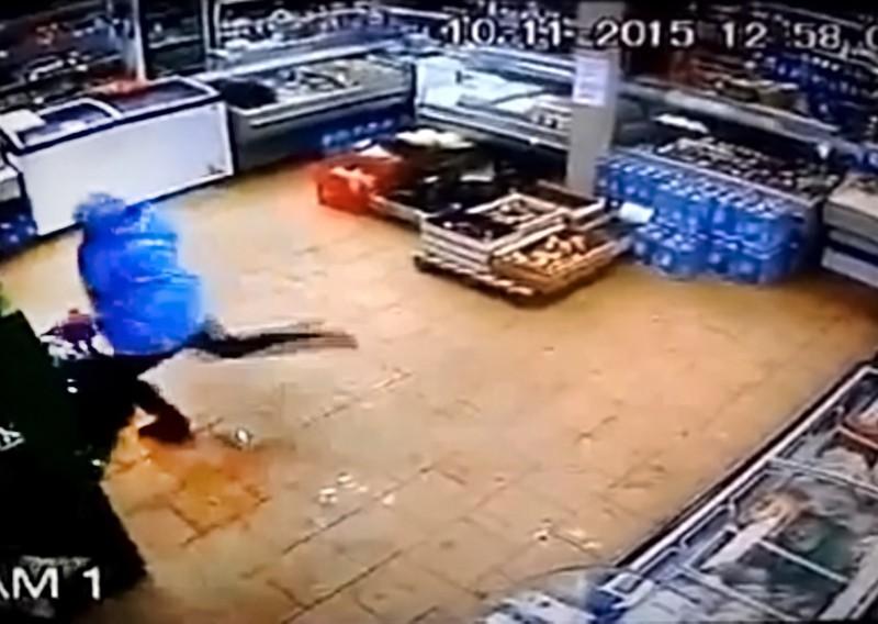 Женщина избила ребенка в магазине в Лабытнанги