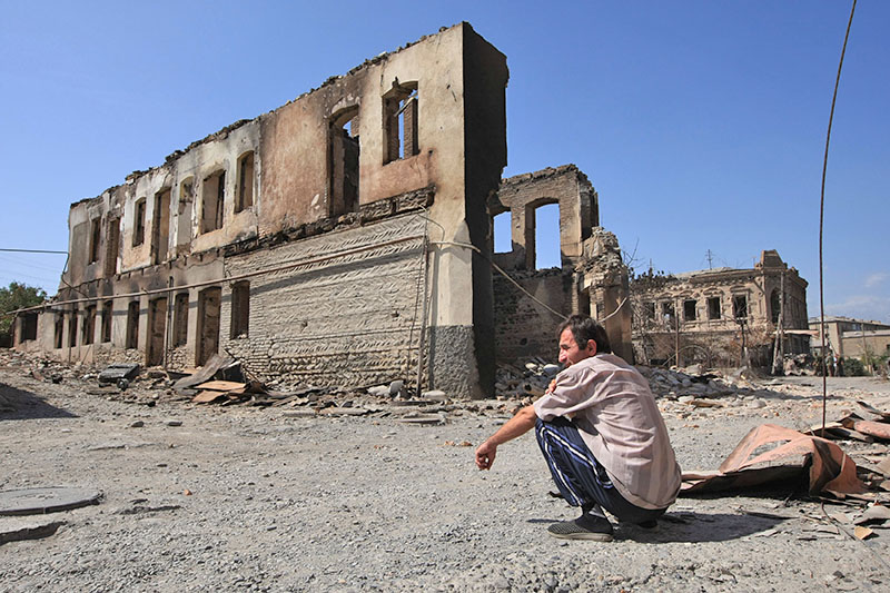 Руины в городе Цхинвали, подвергшемся нападению грузинских войск