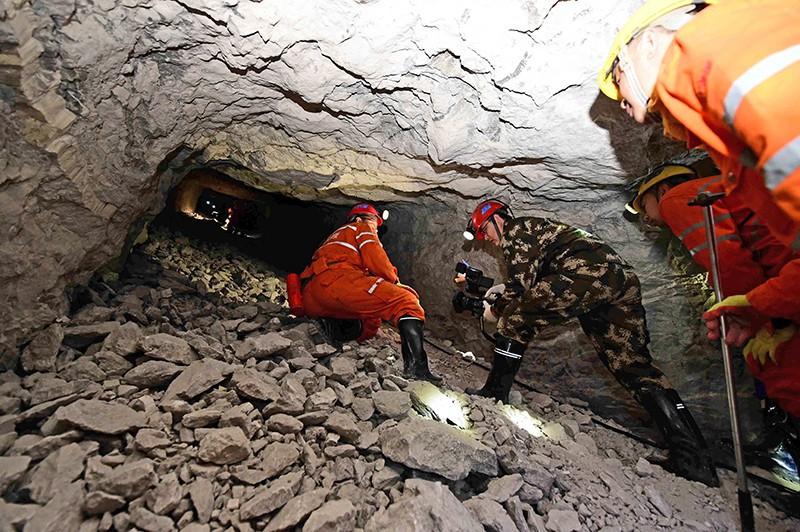 Спасатели Китая извлекают из под завалов шахтеров