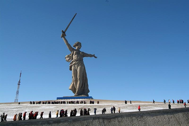 """Монумент """"Родина-Мать"""" на Мамаевом кургане в Волгограде"""