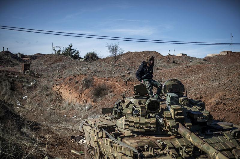 Танк сирийской армии на огневой позиции