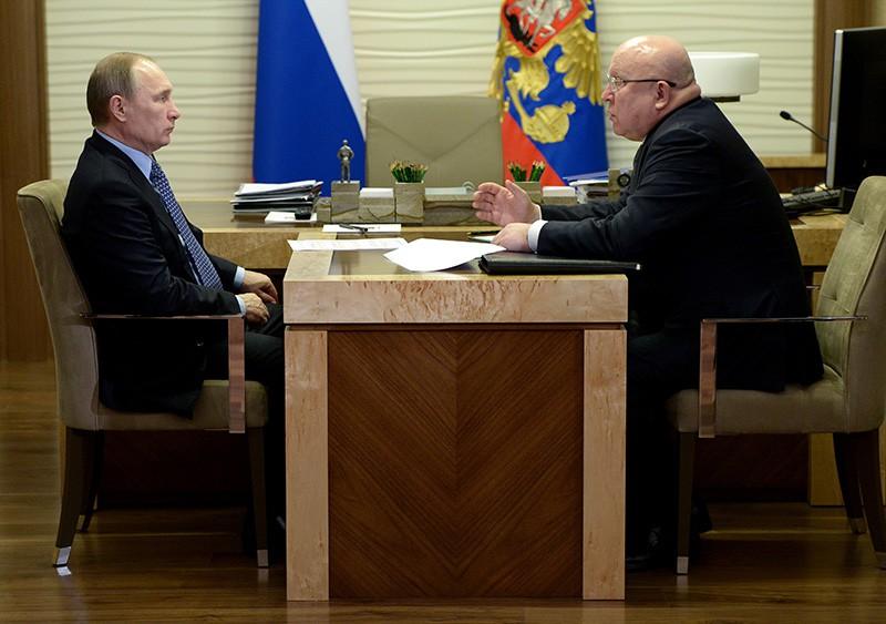 Президент России Владимир Путин и губернатор Нижегородской области Валерий Шанцев во время встречи