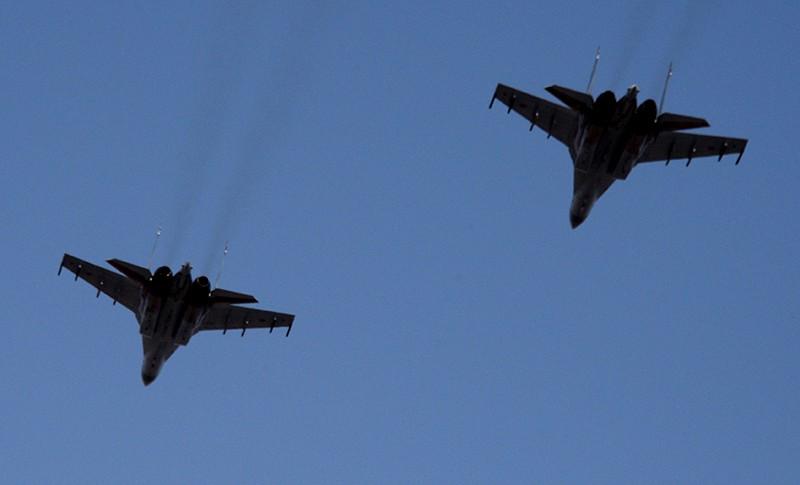 Пара истребителей Су-35С