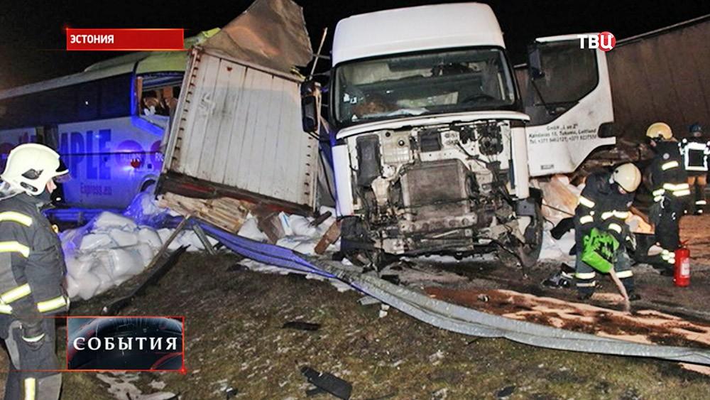 Последствия ДТП с участием грузовика и автобуса в Эстонии