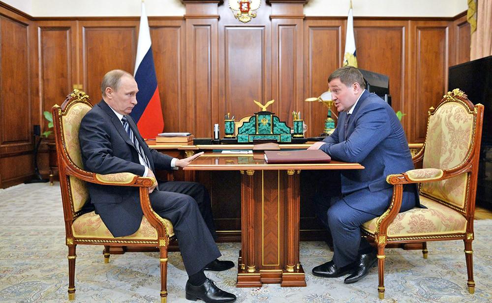 Президент России Владимир Путин и губернатор Волгоградской области Андрей Бочаров
