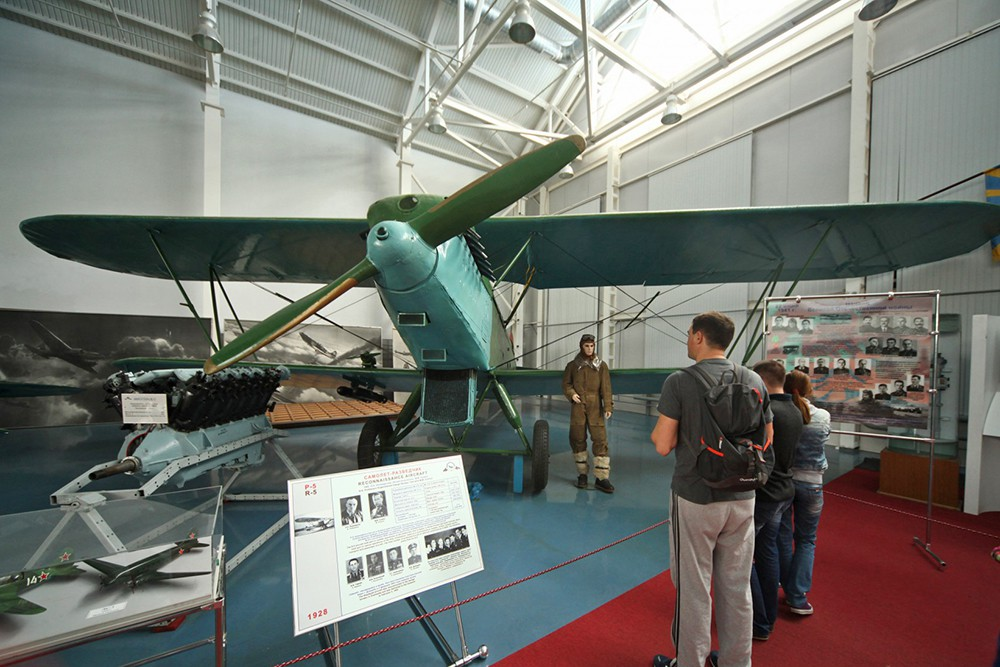 Многоцелевой самолет Р-5 конструкции Н. Н. Поликарпова в музее авиации в Монино
