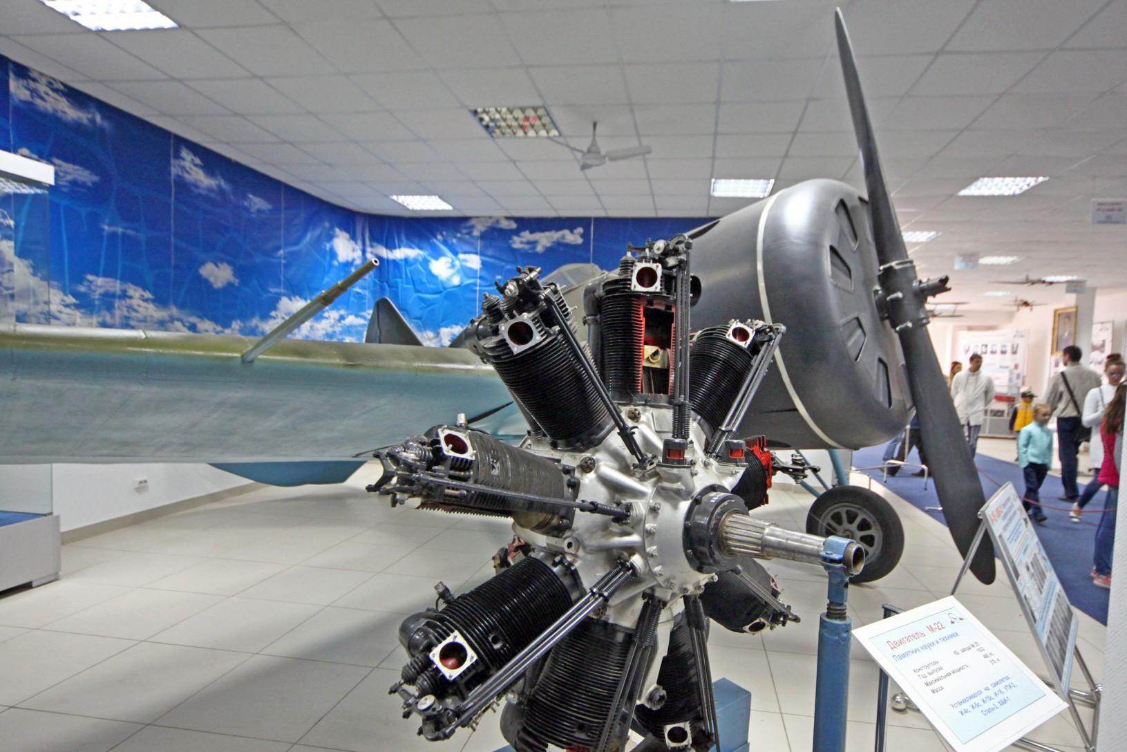 Двигатель M-22 истребителя И-16 в  музее авиации в Монино