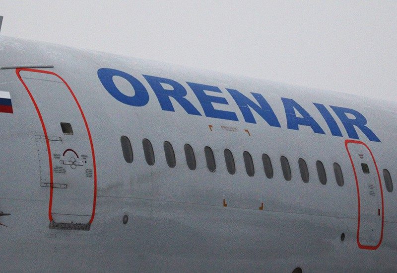 Название авиакомпании Оренбургские авиалинии (Orenair) на борту самолета