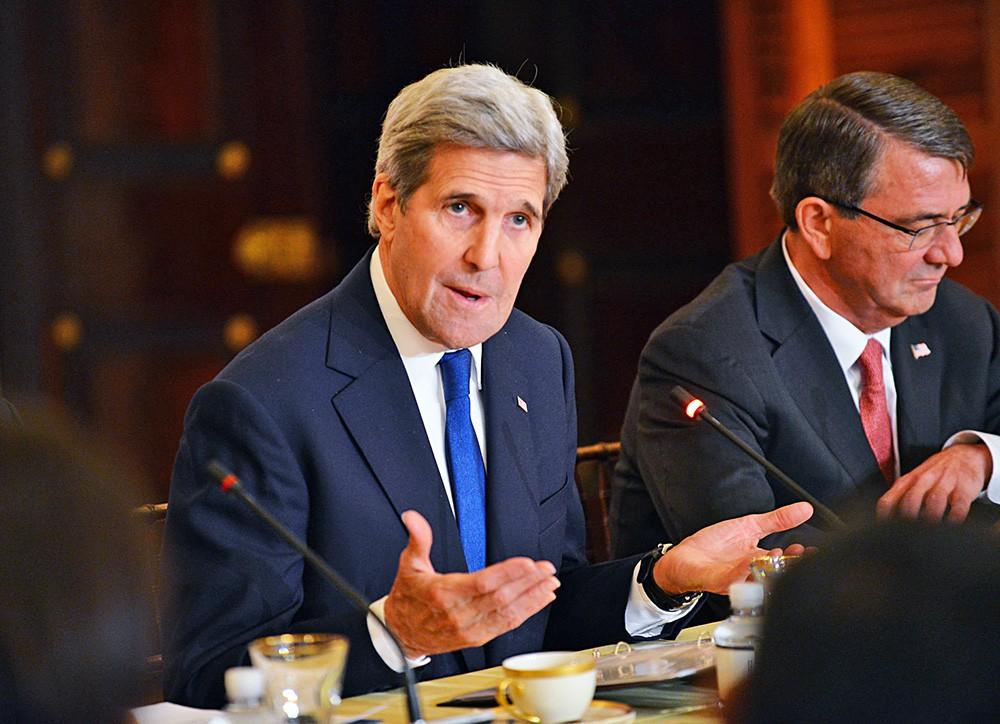Госсекретарь США Джон Керри и глава Пентагона Эштон Картер