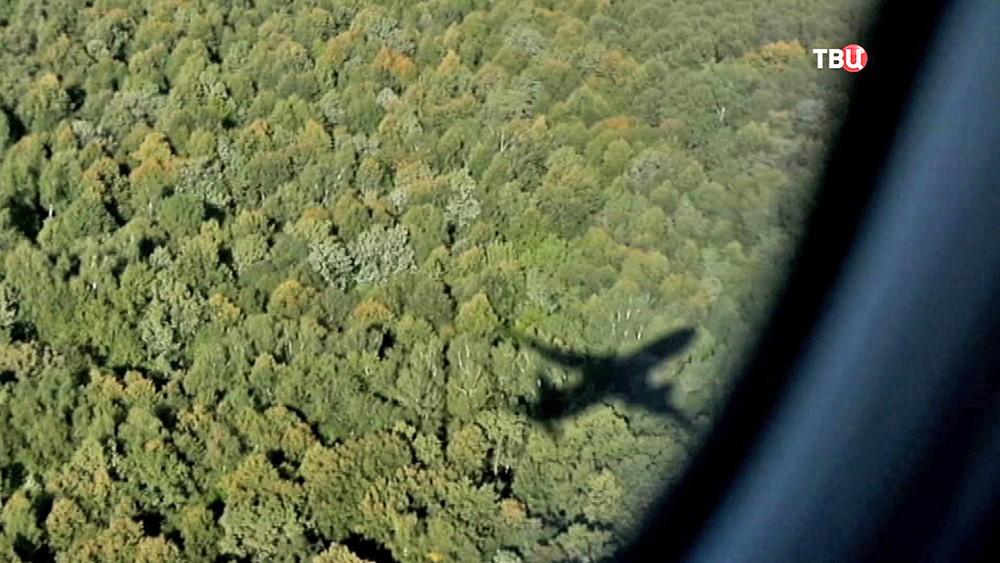 Тень от летящего самолета