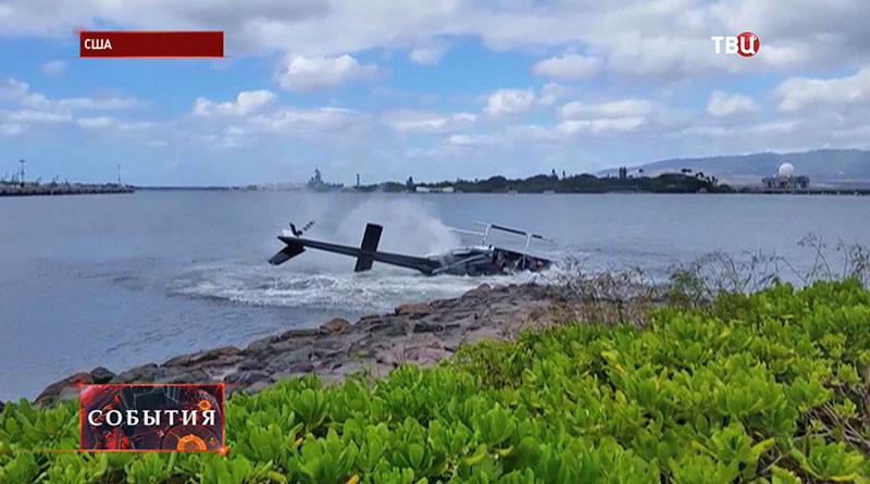 Разбитый гражданский вертолет