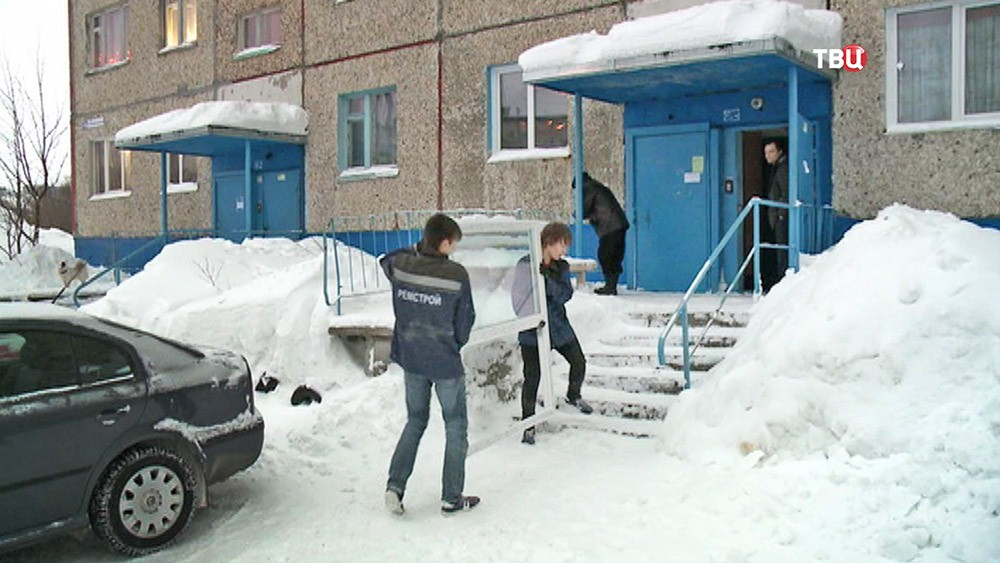 Восстановительные работы после схода лавины в Кировске