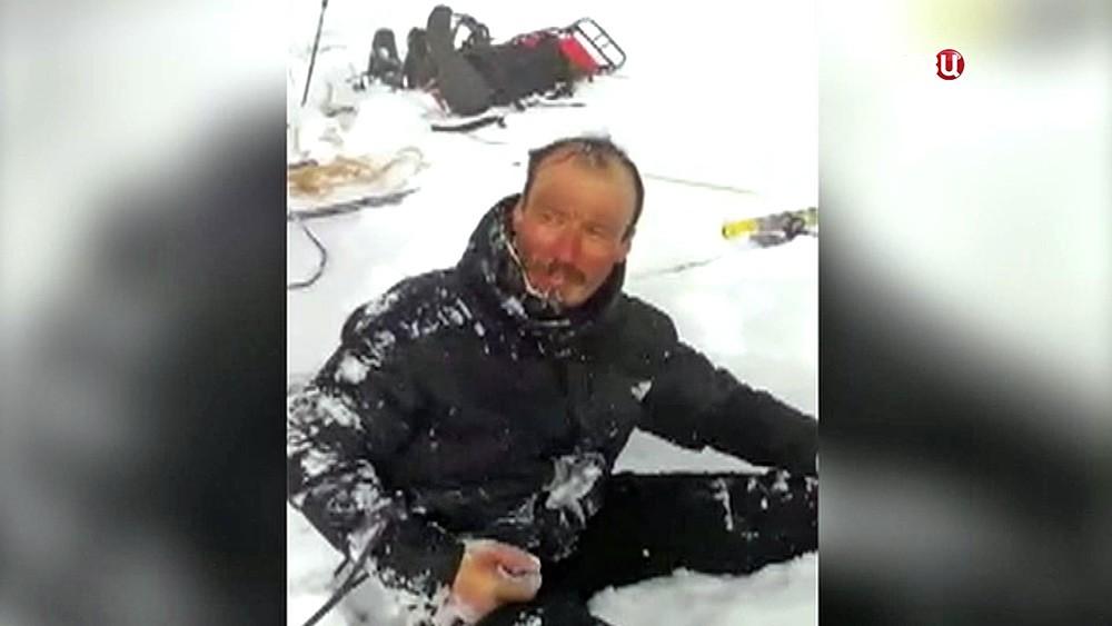 Спасенный альпинист на Эльбрусе
