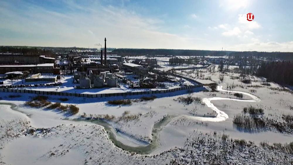 Завод на берегу реки