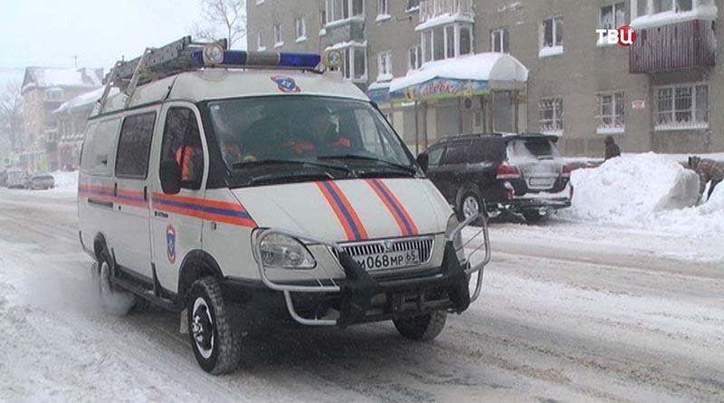 Машина МЧС в Сахалине