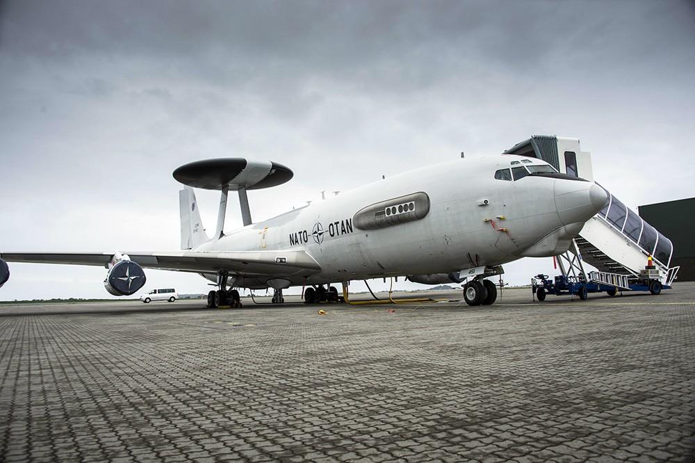 Самолет радиолокационной разведки сил НАТО Awacs