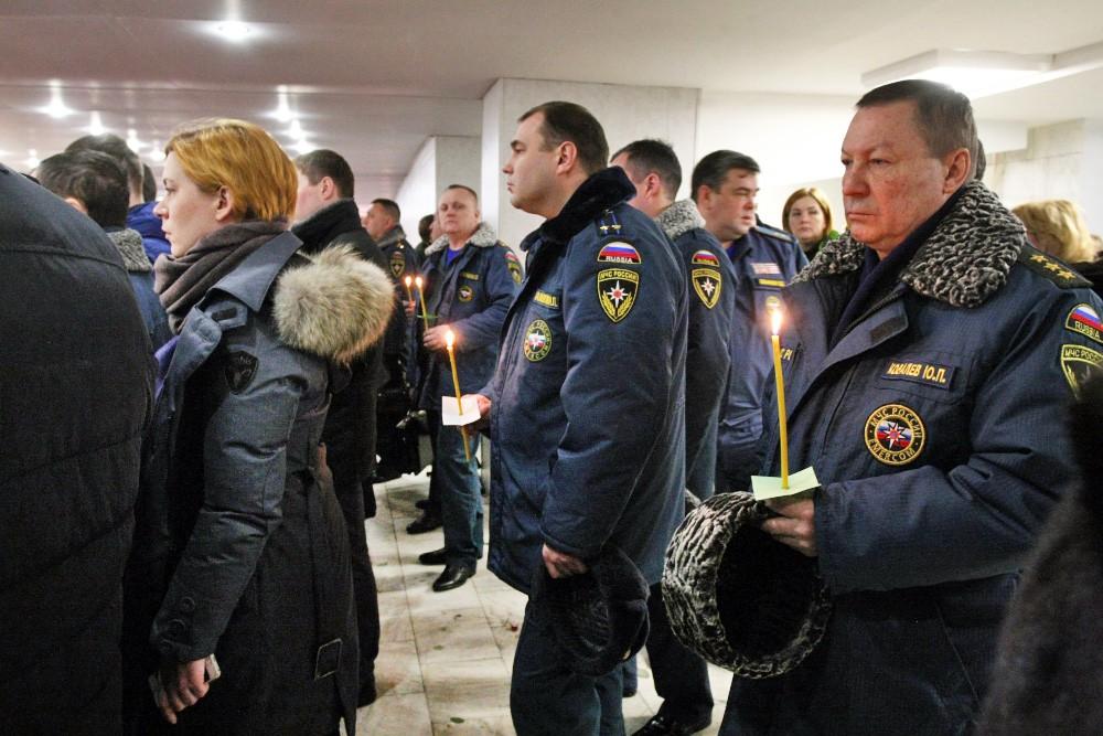 Траурная панихида по погибшим спасателям МЧС