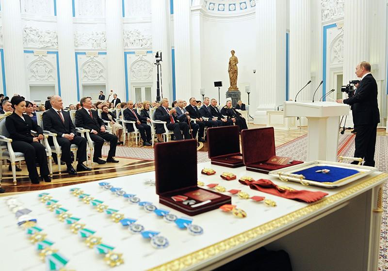 Президент России Владимир Путин выступает на церемонии вручения государственных наград и присвоения почетных званий