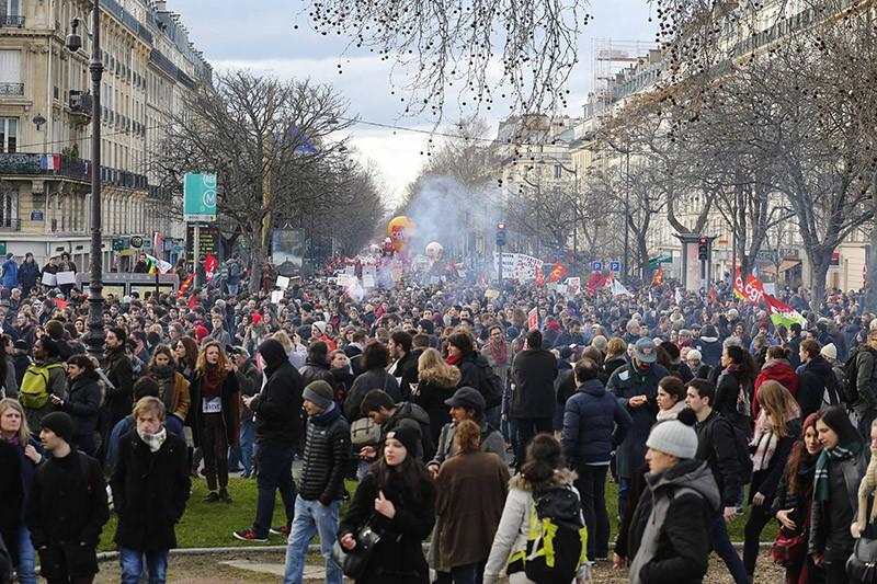 Акция протеста против мигрантов во Франции