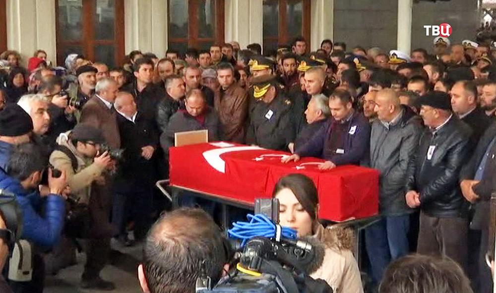 Похороны погибших в теракте в Турции