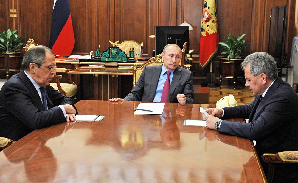 Президент России Владимир Путин, глава МИД России Сергей Лавров и министр обороны Сергей Шойгу