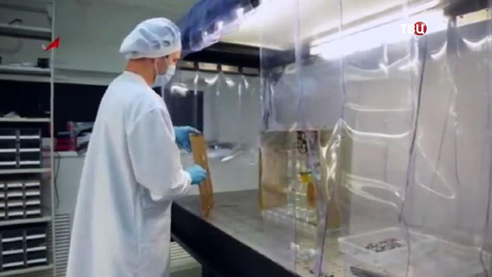 """Работа специалистов над созданием космического аппарта миссии """"Экзомарс"""""""