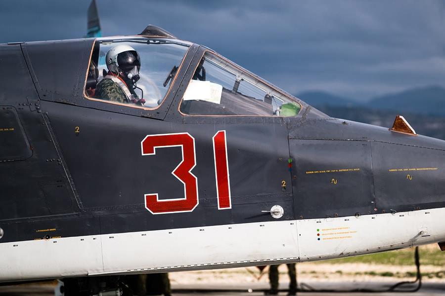 Пилот ВКС России в истребителе