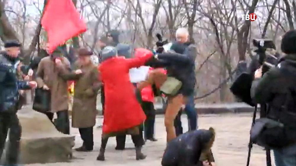 Украинские радикалы напали на коммунистов в Киеве