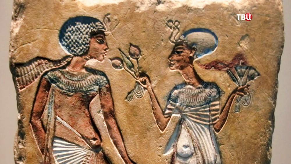 Египетская фреска с изображением Нефертити