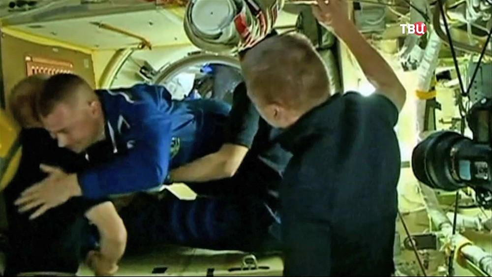 Встреча космонавтов на МКС