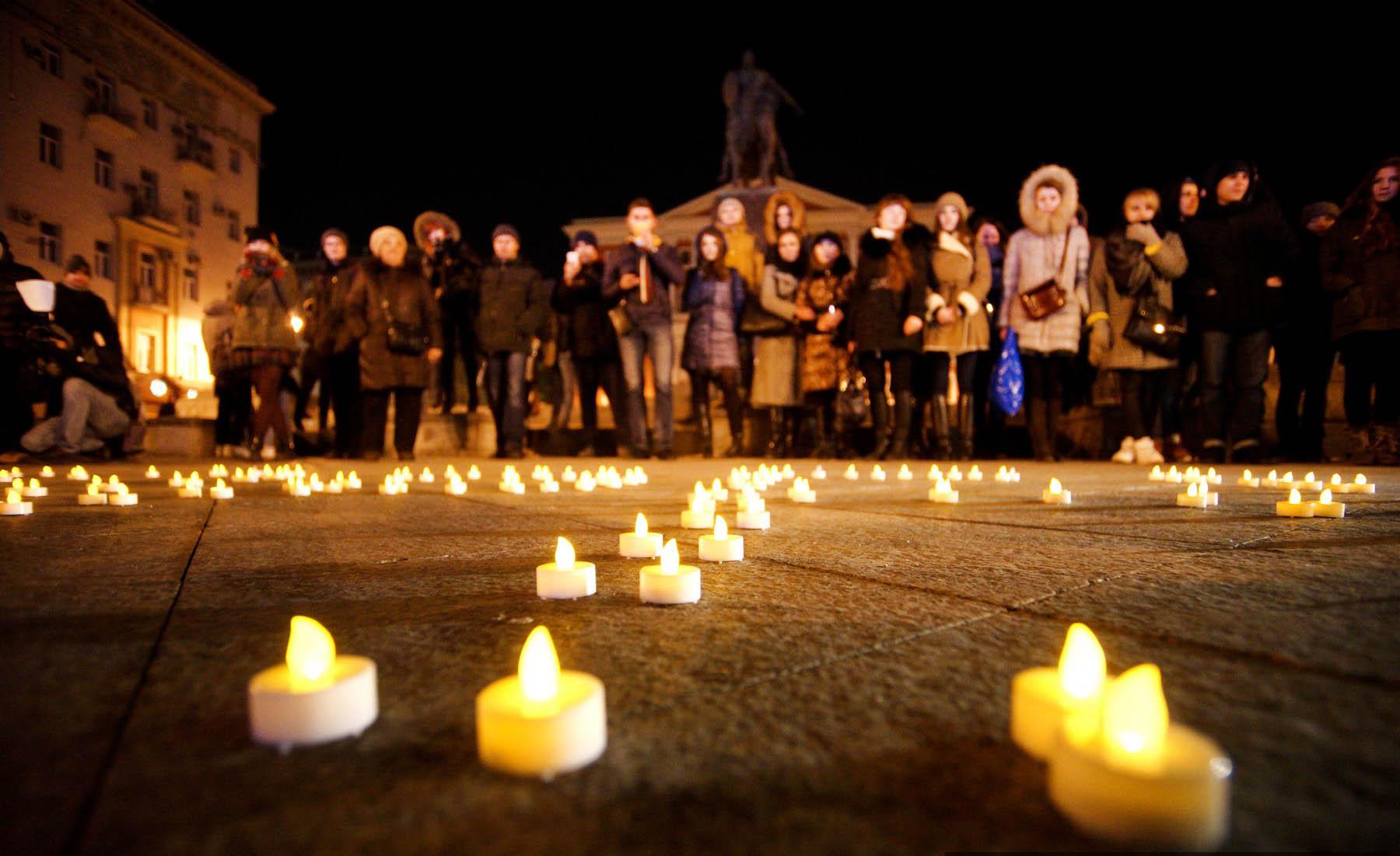 Москвичи скорбят о погибших в авиакатастрофе Boeing-737 в Ростове-на-Дону