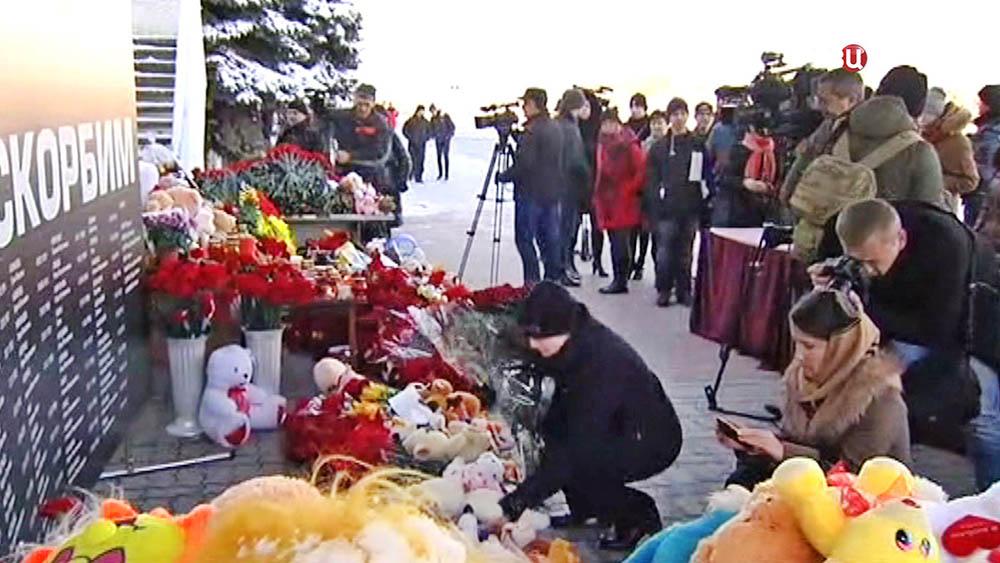 Траурные мероприятия по погибшим в авиакатастрофе Boeing-737 возле аэропорта Ростова-на-Дону
