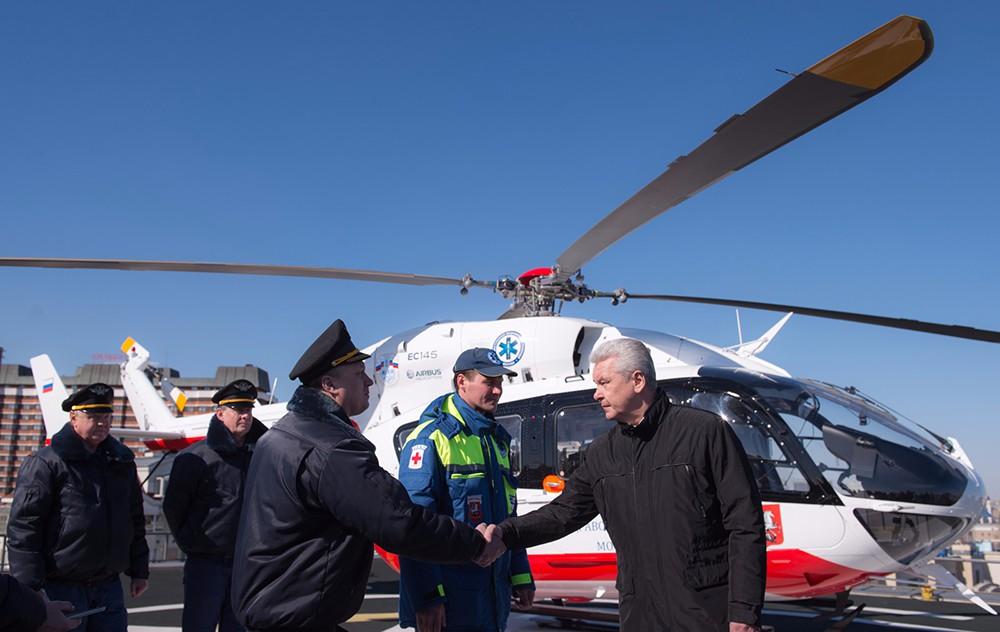 Осмотр нового медицинского вертолёта санитарной авиации Москвы