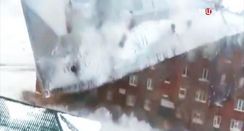 Обрушение крыши жилого дома в Норильске