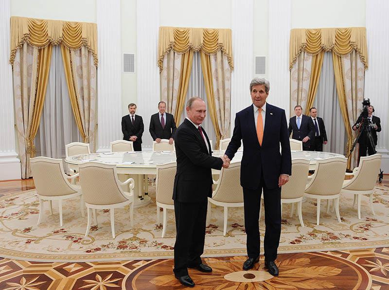 Президент России Владимир Путин и государственный секретарь Соединенных Штатов Америки Джон Керри во время встречи в Кремле