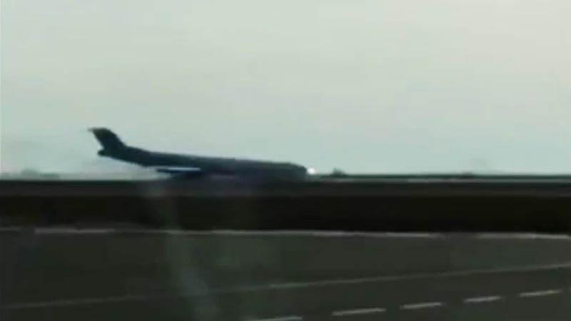 Аварийная посадка самолета Fokker 100 авиакомпании Bek Air в аэропорту Астаны