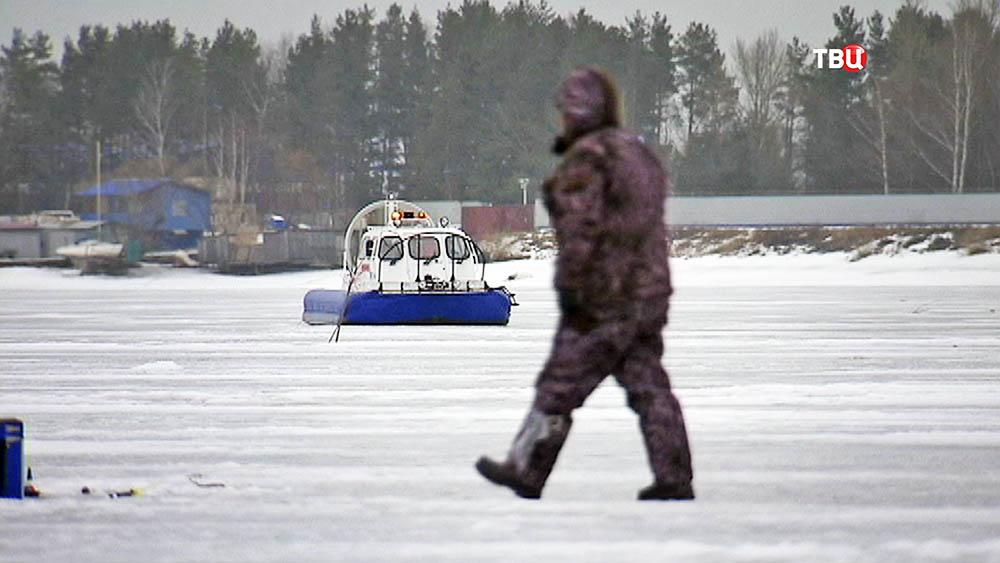 Катер на воздушной подушке береговой охраны МЧС