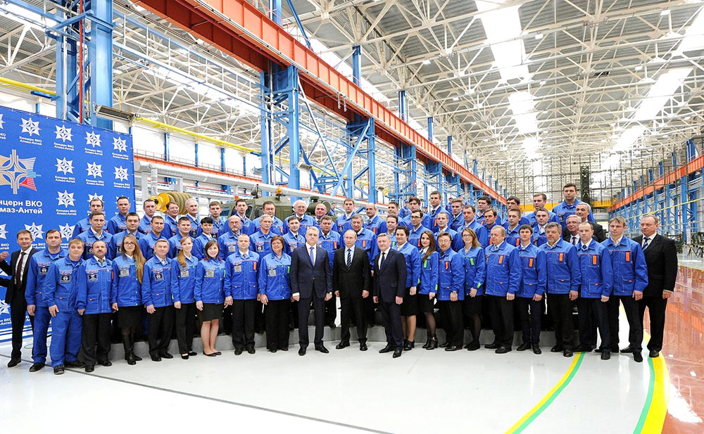 Президент России Владимир Путин посетил Нижегородский завод 70-летия Победы