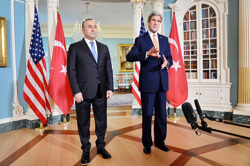 Госсекретарь США Джон Керри и министр иностранных дел Турции Мевлют Чавушоглу