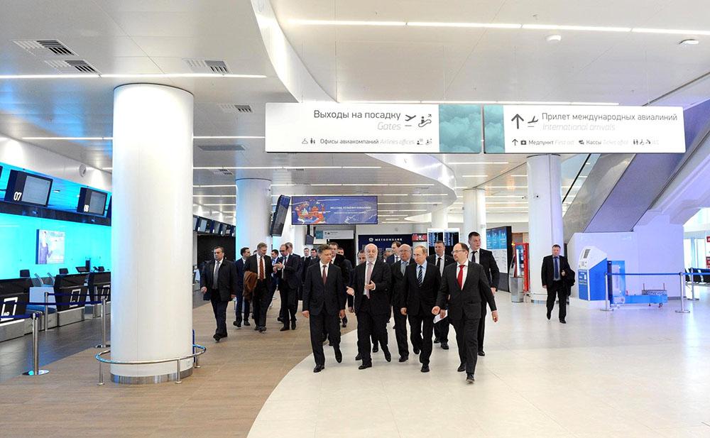 Владимир Путин осмотрел международный терминал аэропорта Стригино